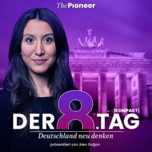 Frau vor dem Brandenburger Tor